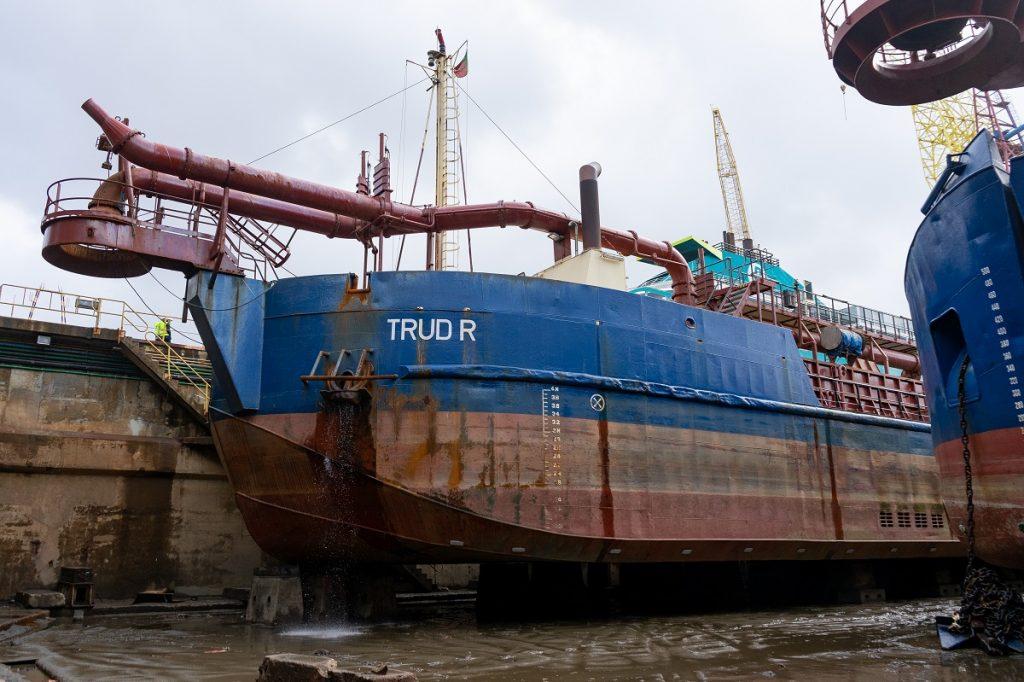 Trud R
